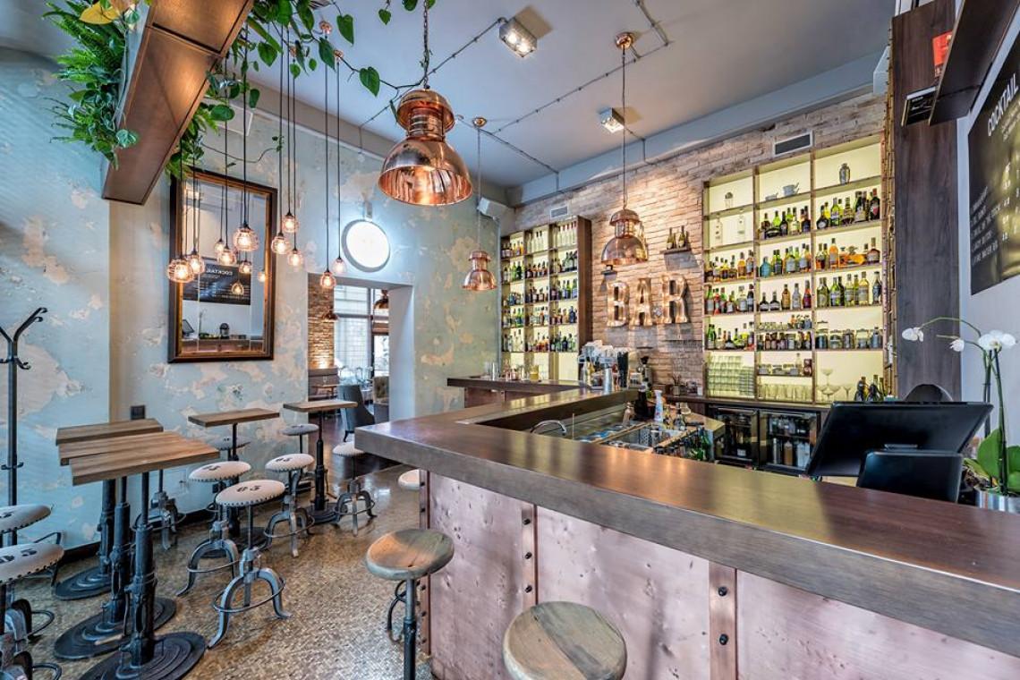 Lampy w restauracjach i butikach. Budują nastrój, wzmacniają aranżację i zdobią wnętrze