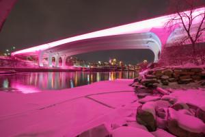 Palcem po smartfonie. Teraz tak rozświetlisz obiekty architektoniczne, budynki i mosty