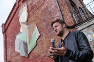 Stefaan De Croock. Artysta-zbieracz, który z drewna czaruje... murale