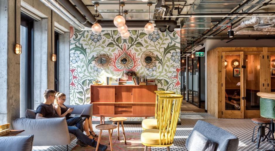 Dostęp do kuchni i własne biurko już nie wystarczą, czyli design w polskich biurach