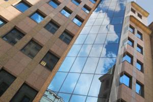 MIT Architekci odmienili Moniuszki 1a. Biurowiec wraca na rynek