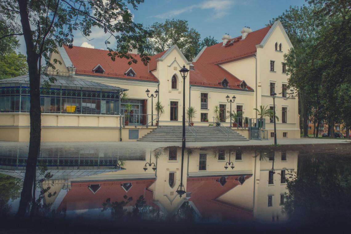 Pałac Rheinbabenów w Siemianowicach Śląskich jak nowy