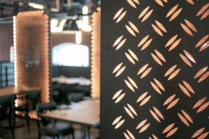 To nowy restauracyjny koncept przy Muzeum Polskiej Wódki. Poznaj restaurację ZONI i bistro WuWu