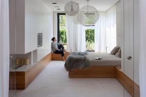 Na koncie mają budynki i wnętrza, a teraz projekt mebli. Wyróżnikiem minimalistyczna forma i dbałość o detal