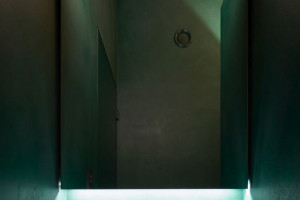 Czeska architekt zainspirowała się filmami Davida Lyncha. Stworzyła podziemny świat z wyjątkową atmosferą