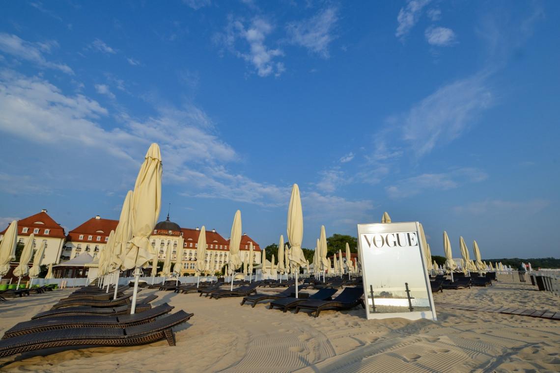 Ekskluzywna strefa Vogue Polska na plaży hotelu Sofitel Grand Sopot
