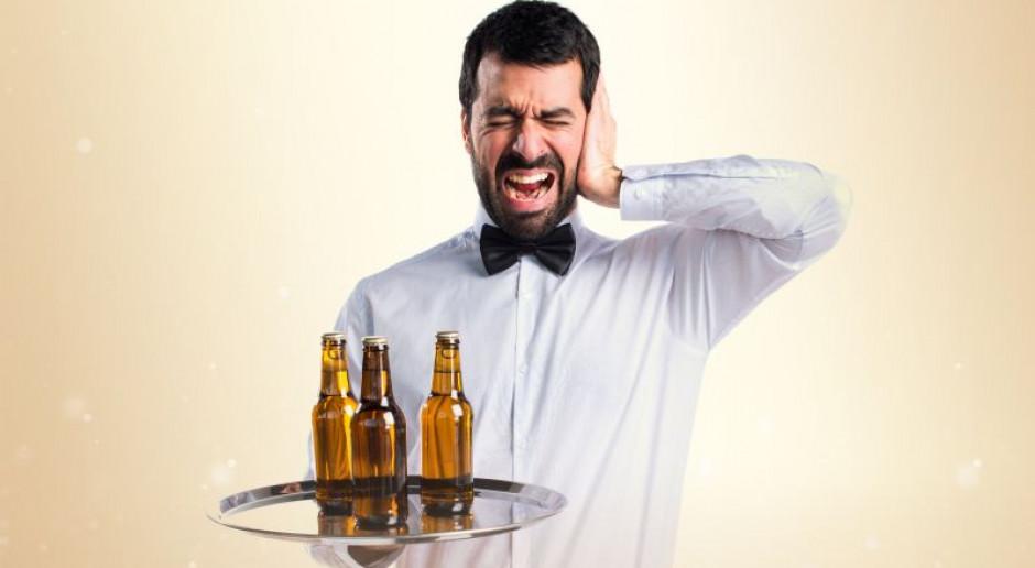 Hałas w restauracji. Co zrobić, by goście nie słyszeli pracowników z kuchni?