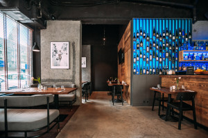 Industrialny i przytulny - nieoczywisty coctail bar w centrum Warszawy