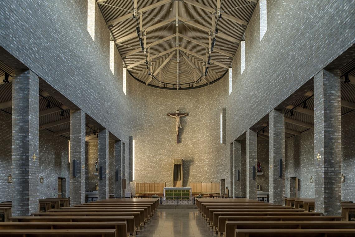 Niebo na ziemi. Czy w budownictwie sakralnym jest miejsce dla nowoczesnej architektury?