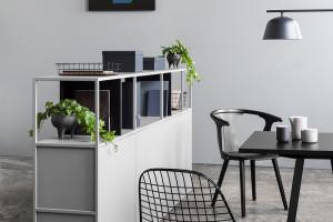 Piotr Kuchciński zaprojektował ciekawy system regałów. Rozwiązanie sprawdzi się w biurze i mieszkaniu
