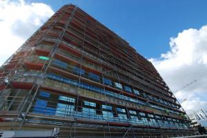 SQ Business Center we Wrocławiu - rozpoczęto montaż szklanej fasady