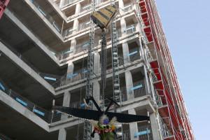 Coraz bliżej otwarcia Vector+ spod kreski JSK Architekci. Na wieżowcu zawisła wiecha
