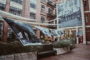 Włoskie pranie na Placu Bankowym 1. Odwiedź wystawę w weekend i przenieś się na włoską promenadę