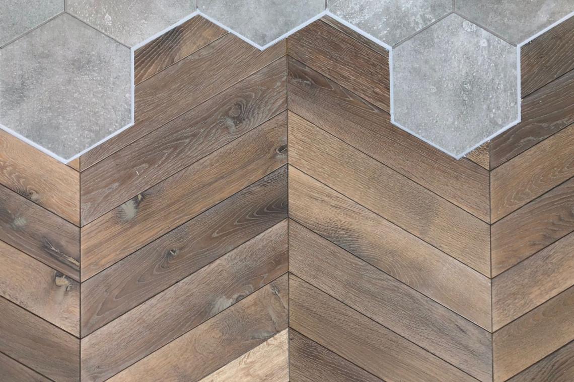 Heksagony i drewniana podłoga