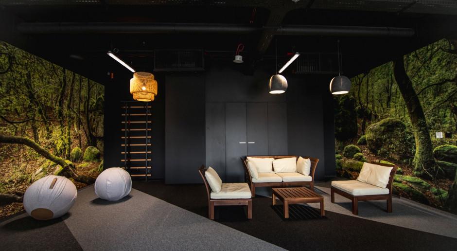 Biuro, które zachęca do ruchu i kreatywności. Zaglądamy do wnętrza firmy Sapiens