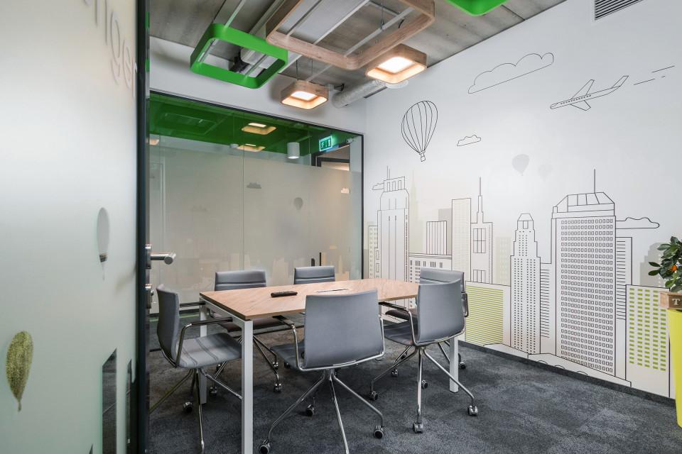 Mariaż brandu firmy z... jabłonią. Oto niesamowite biuro Vivus szkicu Bit Creative