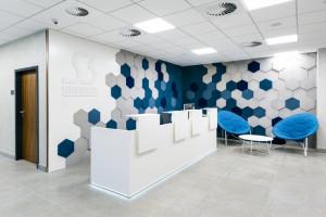 W tym biurze można utonąć w... kolorze. Oto niezwykły projekt pracowni 3XA