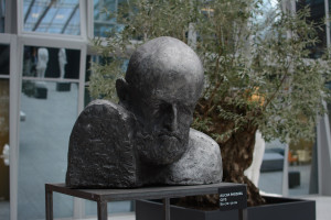 Wola Center z rzeźbami studentów