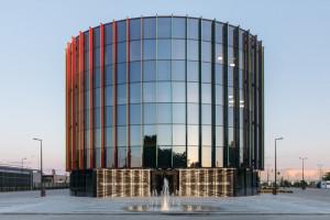 Budynek, który wyraża tożsamość i jest wizytówką w jednym