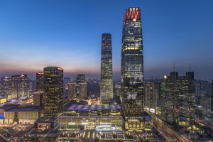 Jeden z najwyższych budynków w Pekinie z niezwykłym oświetleniem