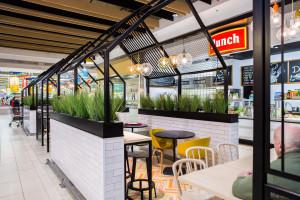 CH Auchan Produkcyjna odnowił wnętrza. To dzieło pracowni Design+