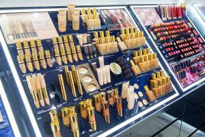 Oto pierwszy na świecie salon multibrandowy Estée Lauder Companies. Powstał w Galerii Krakowskiej