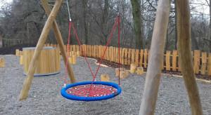 Nowy plac zabaw z bocianim gniazdem we Wrocławiu