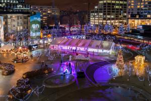 Plac Europejski z zachwycającym lodowiskiem