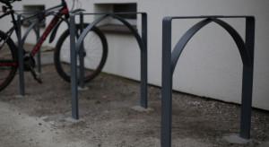 Huta przetapia piece węglowe na stojaki rowerowe