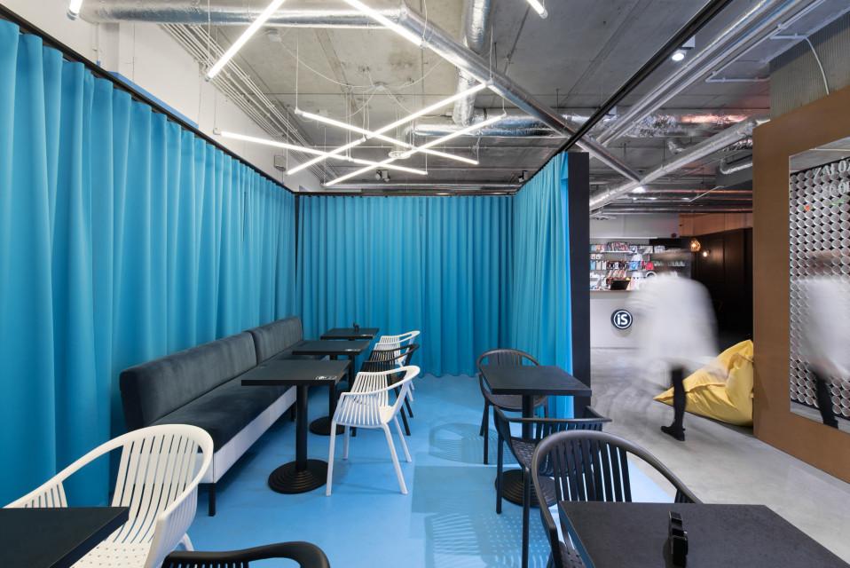 Kawiarnia, mini-coworking i miejsce dosłownie na twój... #tag. Ten design wart jest wyróżnienia!