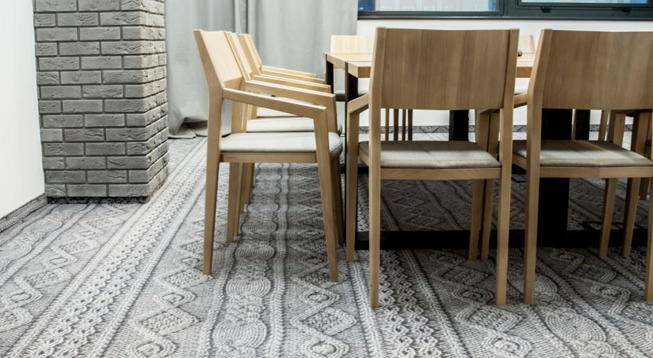 Podłoga zrobiona na drutach