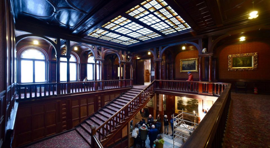 Wypiękniała nie tylko elewacja. Trwają prace we wnętrzu Pałacu Poznańskich