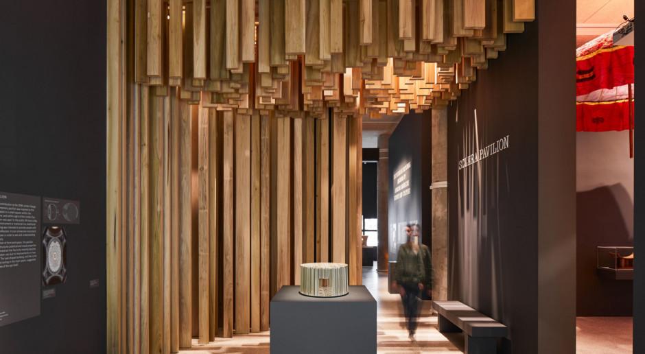 Konstrukcja z drewna tulipanowca na wystawie designu w Londynie