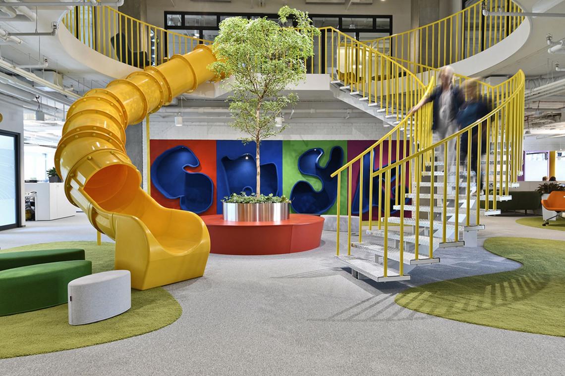 Twórcza przestrzeń nowej siedziby Smyk w D48. To projekt Trzop Architekci