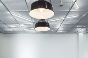 Minimalistyczne i industrialne. Nowe biuro dla DHL było wyzwaniem dla architektów!
