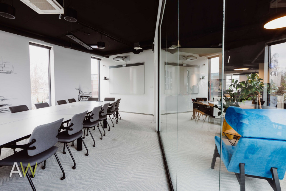 Oto biuro firmy OE Industry w Krakowie. Komfortowe, funkcjonalne i pełne dobrego designu