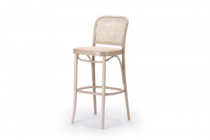 Organiczne kształty krzeseł i figlarne stoliki do kawy. TON pochwalił się nowościami