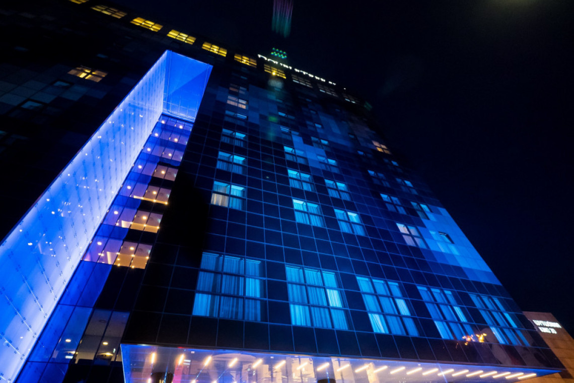 Niebieska elewacja DoubleTree by Hilton Łódź