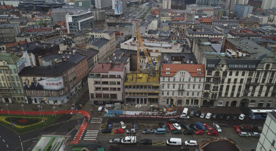 Zobacz najnowsze zdjęcia z budowy hotelu Diament Plaza Katowice. To projekt Konior Studio