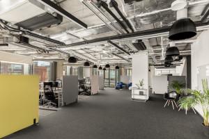 Biuro z widokiem na Konesera. Oto przestrzeń pracy Grupy Absolvent szkicu pracowni FUGA