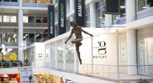 Rzeźby w centrum handlowym. Nowy trend?