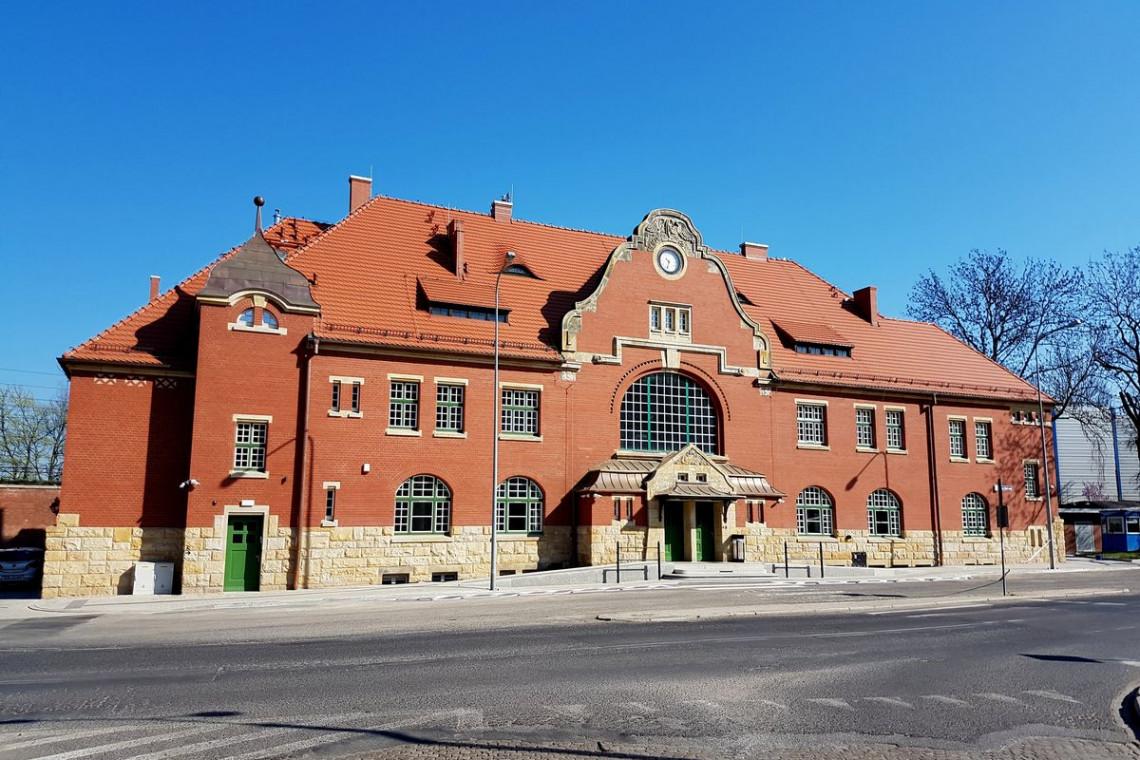 Kolejny zabytkowy dworzec odzyskał dawną świetność