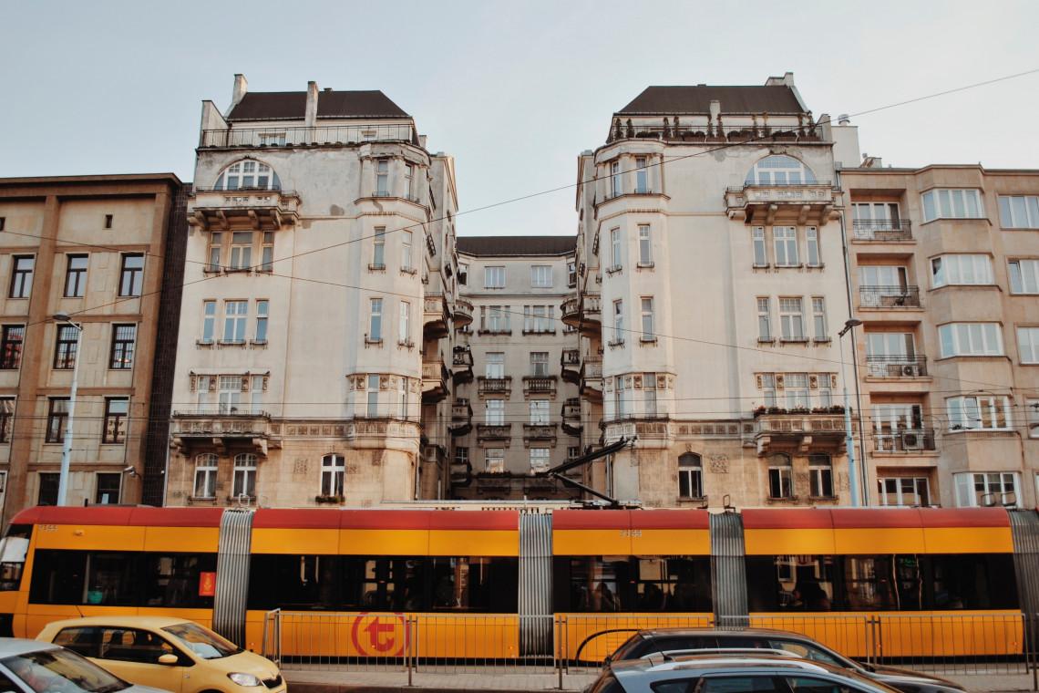 """Warszawa jako pierwsza w Polsce dołącza do programu """"Zielone Miasta"""""""