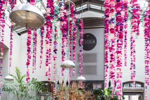 Energetyczny róż i papierowe girlandy. Poznańska kawiarnia postawiła na nowy wystrój