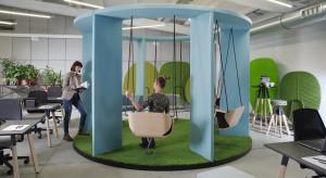 Biuro, które nie ma wieku, czyli design łączący pokolenia