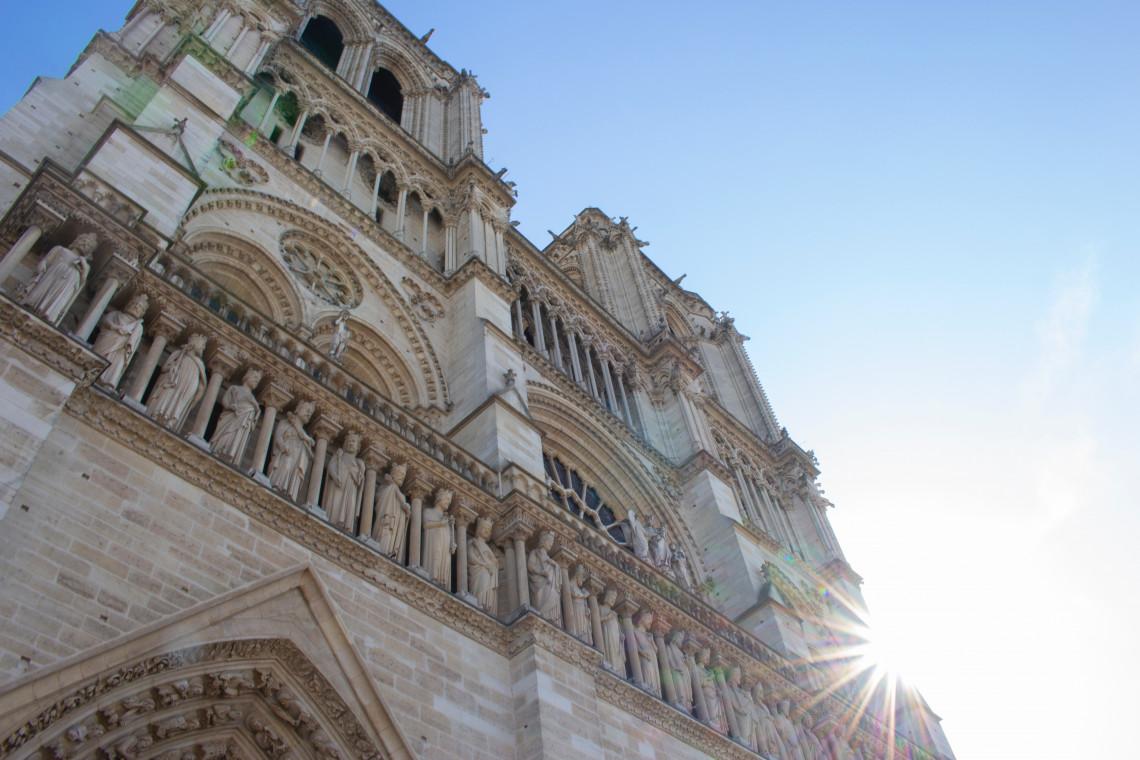 Wznowiono prace w zniszczonej w pożarze katedrze Notre Dame