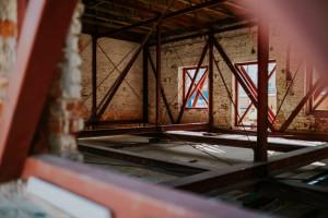 750 ton nad ziemią. Kolejna niezwykła operacja budowlana w dawnej fabryce Norblina