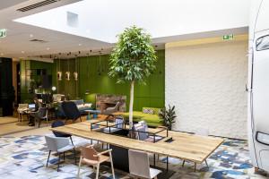 """Opowieść o Warszawie i brandwall z """"Syrenką"""", czyli nowe oblicze hotelu Mercure Warszawa Grand"""