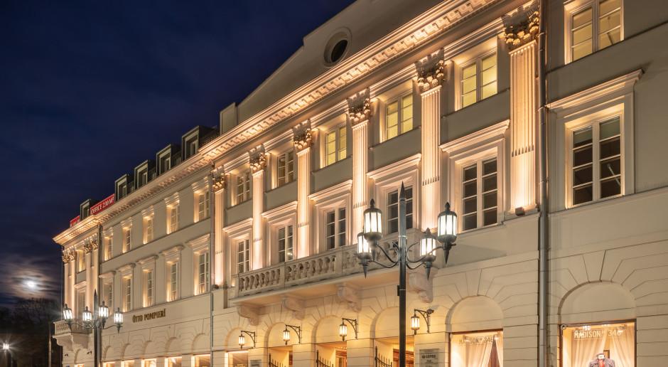 Rozświetlona Warszawa. Plac Bankowy 1 zyskał stylowe oświetlenie