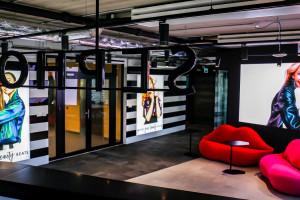 Autorskie grafiki, strefa chillout i duch eko. Zajrzeliśmy do nowej siedziby Sephora Polska